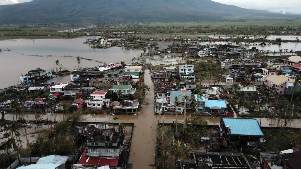Thành phố Manila nằm trên đường đi của bão chìm trong biển nước. (Nguồn: Mannila Buletin)
