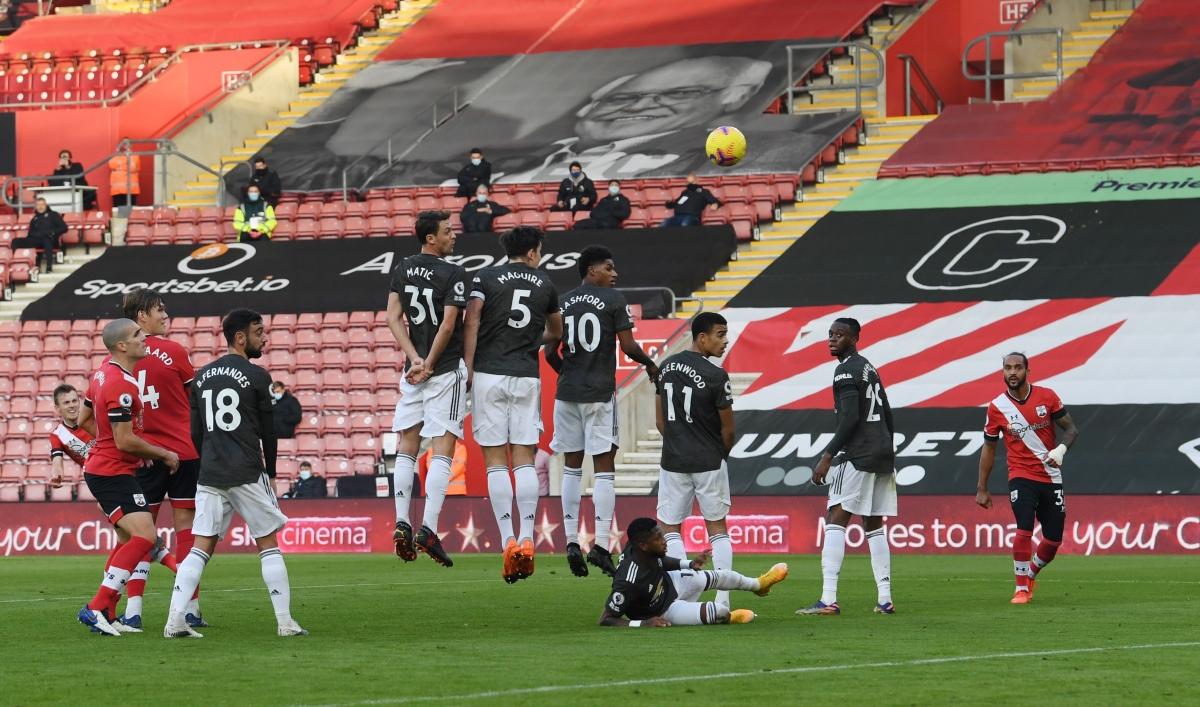 James Ward-Prowse nhân đôi cách biệt cho Southampton ở phút 33 với cú đá phạt hiểm hóc. (Ảnh: Getty)