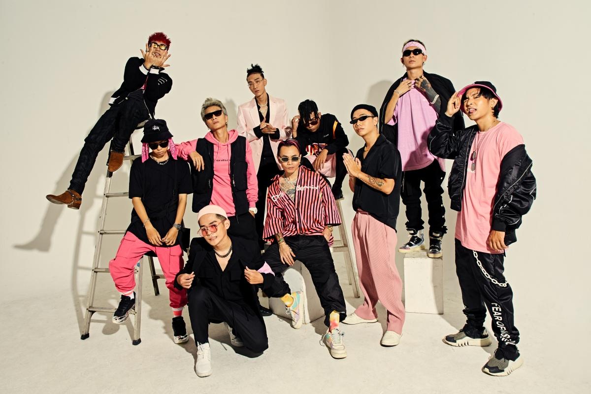 Chương trình còn có sự góp mặt của dàn thí sinh Rap Việt đang được đông đảo khán giả yêu thích.