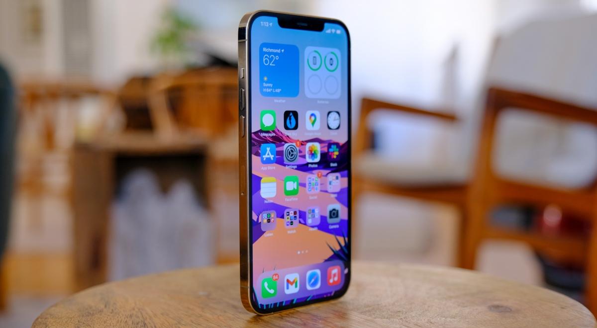 iPhone 12 Pro Max là thành viên lớn nhất trong gia đình iPhone 12 năm nay khi cung cấp màn hình lớn đến 6,7 inch.