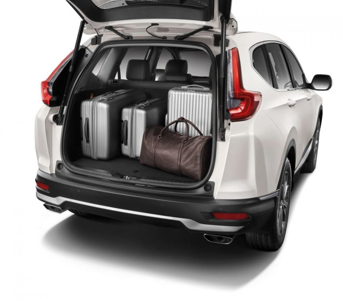 Về mặt an toàn, hệ thống nhắc nhở thắt dây an toàn phía sau mới là tiêu chuẩn trên phạm vi cùng với 6 túi khí (trước, bên và rèm), Hỗ trợ ổn định xe (VSA), Hỗ trợ xử lý góc (AHA), ABS, EBD, BA, Hỗ trợ khởi hành đồi và camera điểm mù LaneWatch của Honda (tính năng mới trên 2.0 2WD). Những biến thể turbo còn có tới 8 cảm biến đỗ xe (bốn phía trước và bốn phía sau) trong khi tùy chọn cơ sở chỉ có cảm biến phía sau.