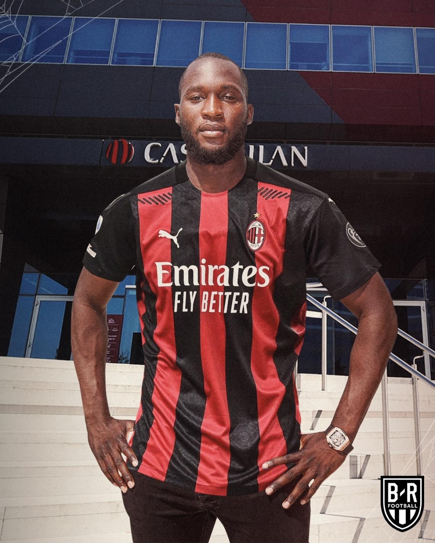 """Romelu Lukaku giúp AC Milan """"nhuộm đỏ"""" Serie A."""