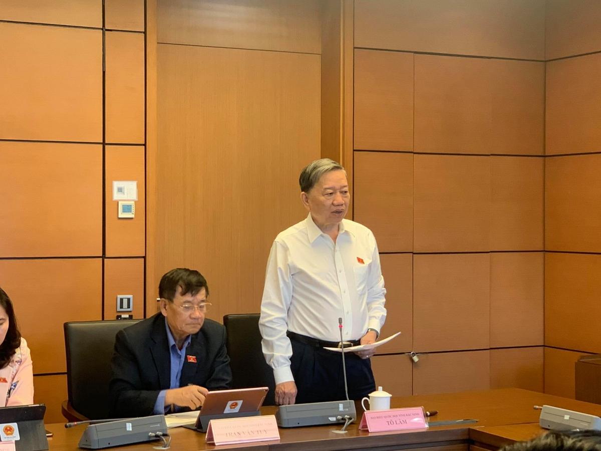 Đại tướng Tô Lâm, Bộ trưởng Bộ Công an phát biểu trong cuộc thảo luận tại tổ về các dự án Luật Giao thông đường bộ (sửa đổi) và Luật Bảo đảm trật tự, an toàn giao thông đường bộ.