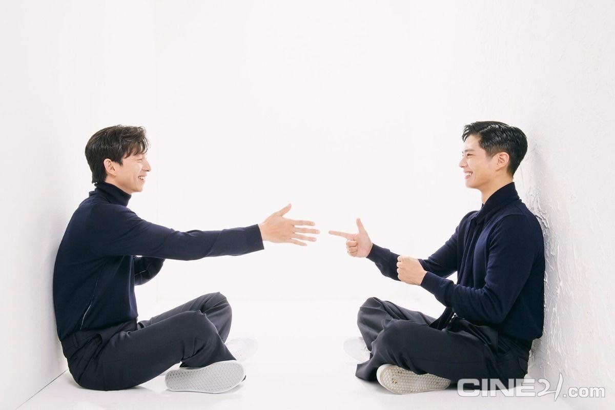 """Trong phim, ngôi sao bộ phim """"Yêu tinh"""" sẽ đảm nhận vai Ki Heon - cựunhân viên tình báo thực hiện nhiệm vụ cuối cùng trước khi giải nghệ là bảo vệ người nhân bản đầu tiên của nhân loại tênSeo Bok(Park Bo Gum).Tuy nhiênmọi việc không hề suôn sẻ với họ,khi Seoboktrở thành mục tiêu của các thế lực khác với những tham vọng và âm mưu khó đoán. LiệuKi Heon sẽ vượt qua tất cả những hiểm nguy đang chực chờ phía trước, hay Seo Bokcuối cùng sẽ rơi vào tay kẻ muốn chiếm đoạt vận mệnh của toàn nhân loại?"""