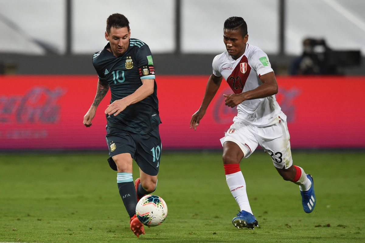 Messi vô duyên trước khung thành, Argentina vẫn có chiến thắng dễ dàng trước Peru. (Ảnh: Getty).