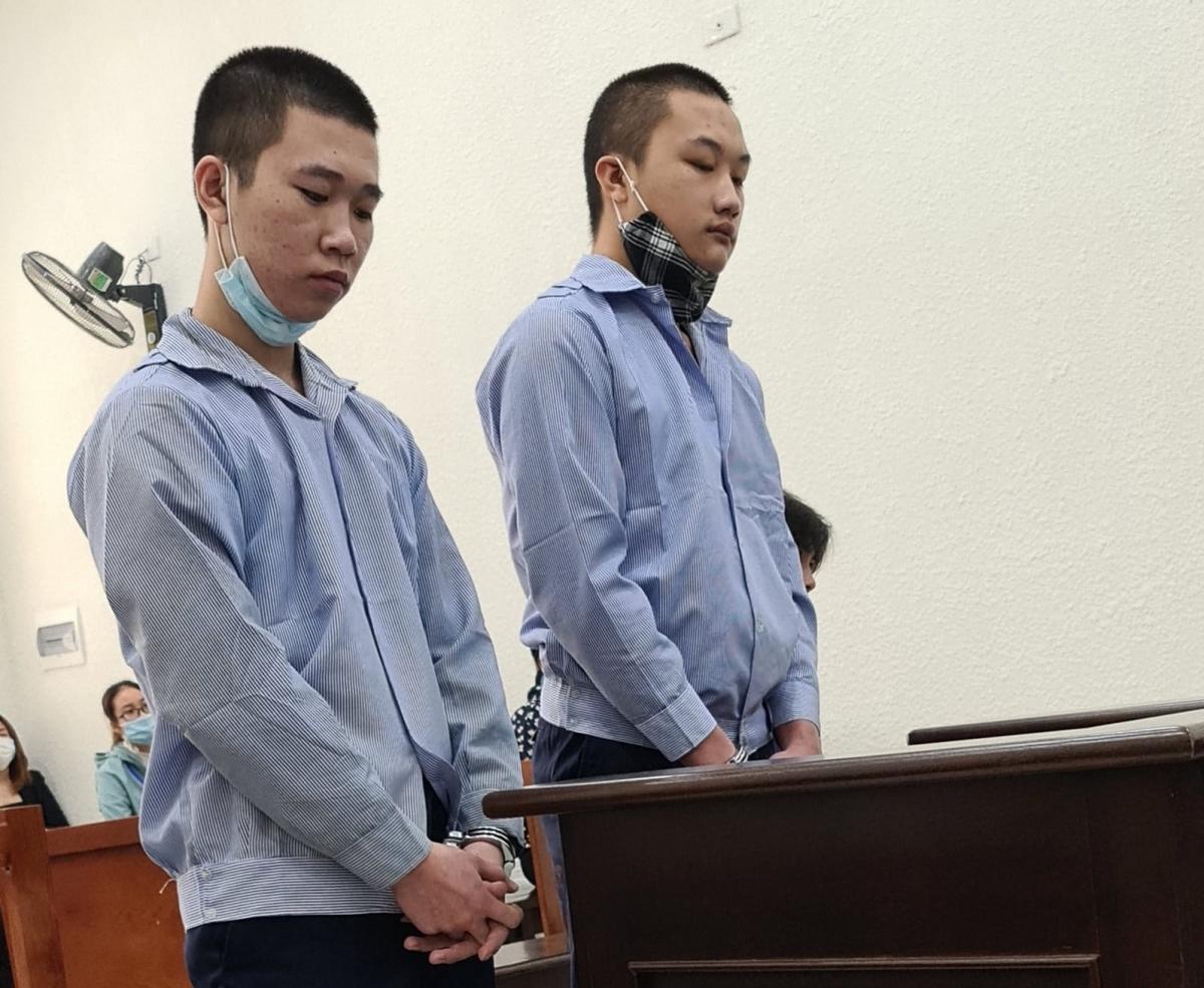 Hai bị cáo Diu và Vỹ tại tòa. (Ảnh: Nguyễn Anh)