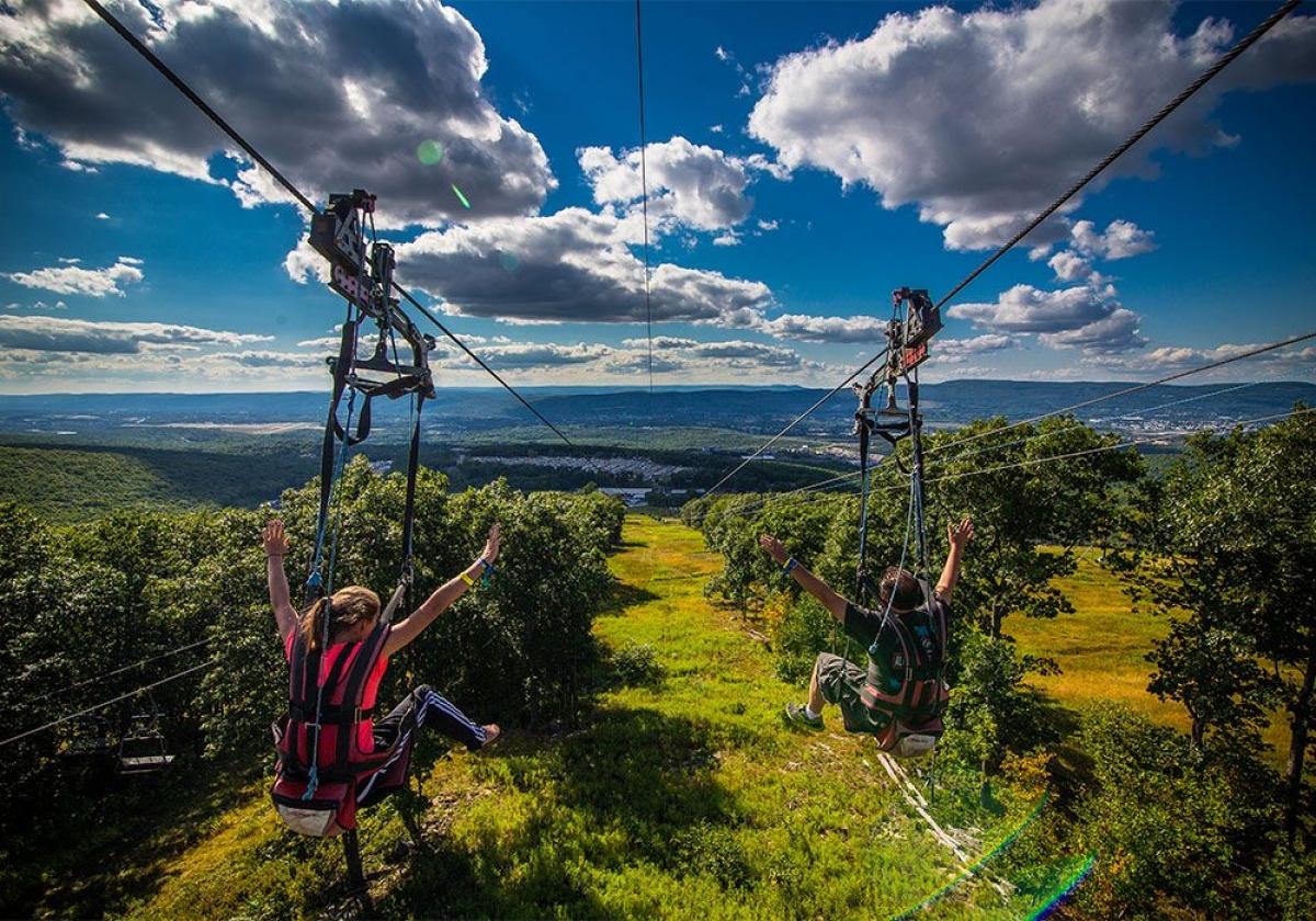 Núi Montage luôn là địa điểm dã ngoại quen thuộc của người dân vùng phía bắc Pennsylvania. Mùa đông ở đây thu hút du khách đến trượt tuyết. Vào mùa hè, mọi người đến công viên để chơi zipline, đi thuyền trên kênh, vui chơi ở các bể bơi được tạo sóng hoặc cắm trại.