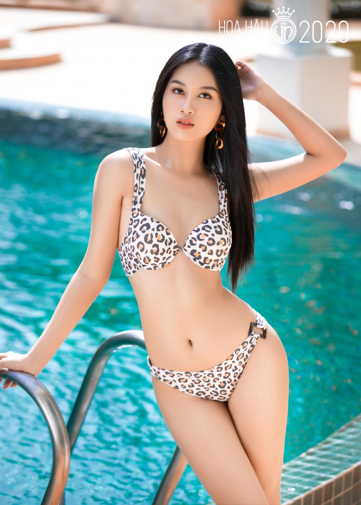 Thần thái cuốn hút, dàn thí sinh không ngần ngại khoe đường cong nóng bỏng trong bộ sưu tập áo tắm đến từ thương hiệu Bikini Passport.