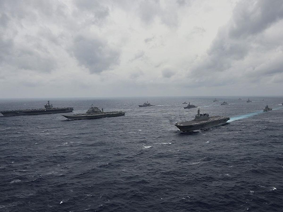 Tàu chiến Ấn Độ và Nhật Bản tập trận chung ở Ấn Độ Dương hồi tháng 6/2020. Ảnh: AP