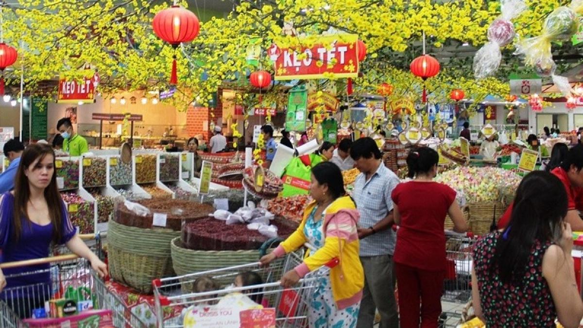 Hàng hóa dự trữ cho Tết Tân Sửu tại TP HCM tăng mạnh (Ảnh minh họa: KT)