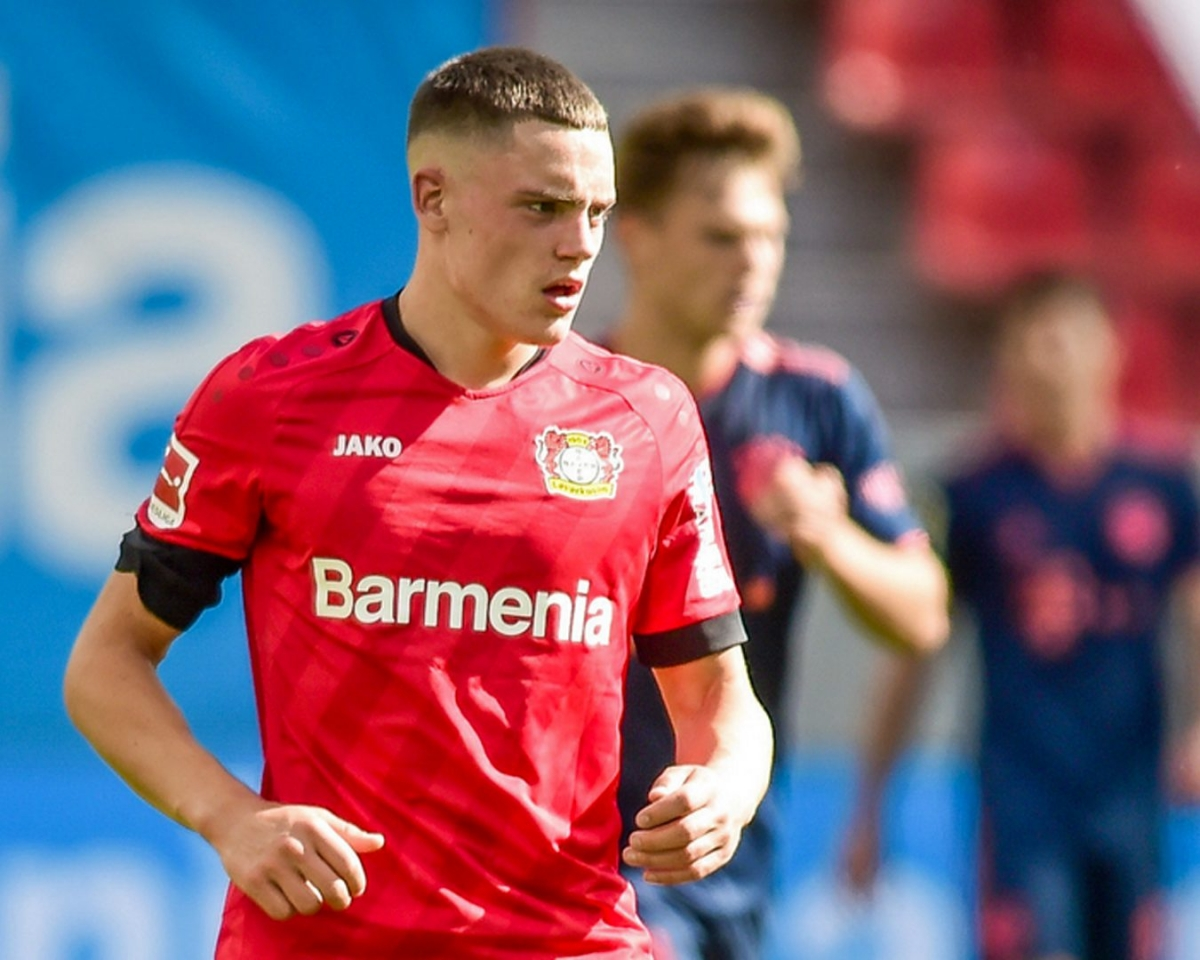 Florian Wirtz (Bayer Leverkusen - ngày sinh 3/5/2003) - Từ cuối mùa giải trước, khi chỉ vừa bước qua ngưỡng 17 tuổi,Florian Wirtz đã ghi dấu ấn với bàn thắng ở trận đấu với Bayern Munich ở Bundesliga. Mùa này, anh tiếp tục có 7 trận ra sân ở Bundesliga và 4 lần xuất hiện ở Europa League với 2 lần ghi bàn.
