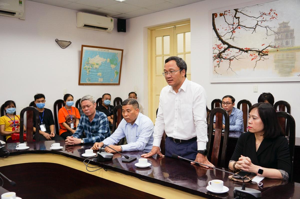 Ông Khuất Việt Hùng, Phó Chủ tịch chuyên trách Ủy ban ATGT Quốc gia thay mặt lãnh đạo Ủy ban cảm ơn đội ngũ y, bác sĩ nói chung, bệnh viện Việt Đức nói riêng đã hỗ trợ tốt nhất các điều kiện về nhân lực, vật lực, luôn túc trực cấp cứu kịp thời cứu chữa nạn nhân TNGT và người bệnh.