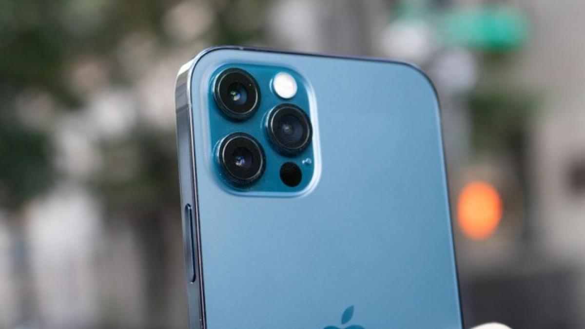 """Bộ đôi iPhone 12 Pro sẽ giúp người khiếm thị có thể """"quan sát"""" thế giới xung quanh họ tốt hơn. (Ảnh: MACRUMORS)"""