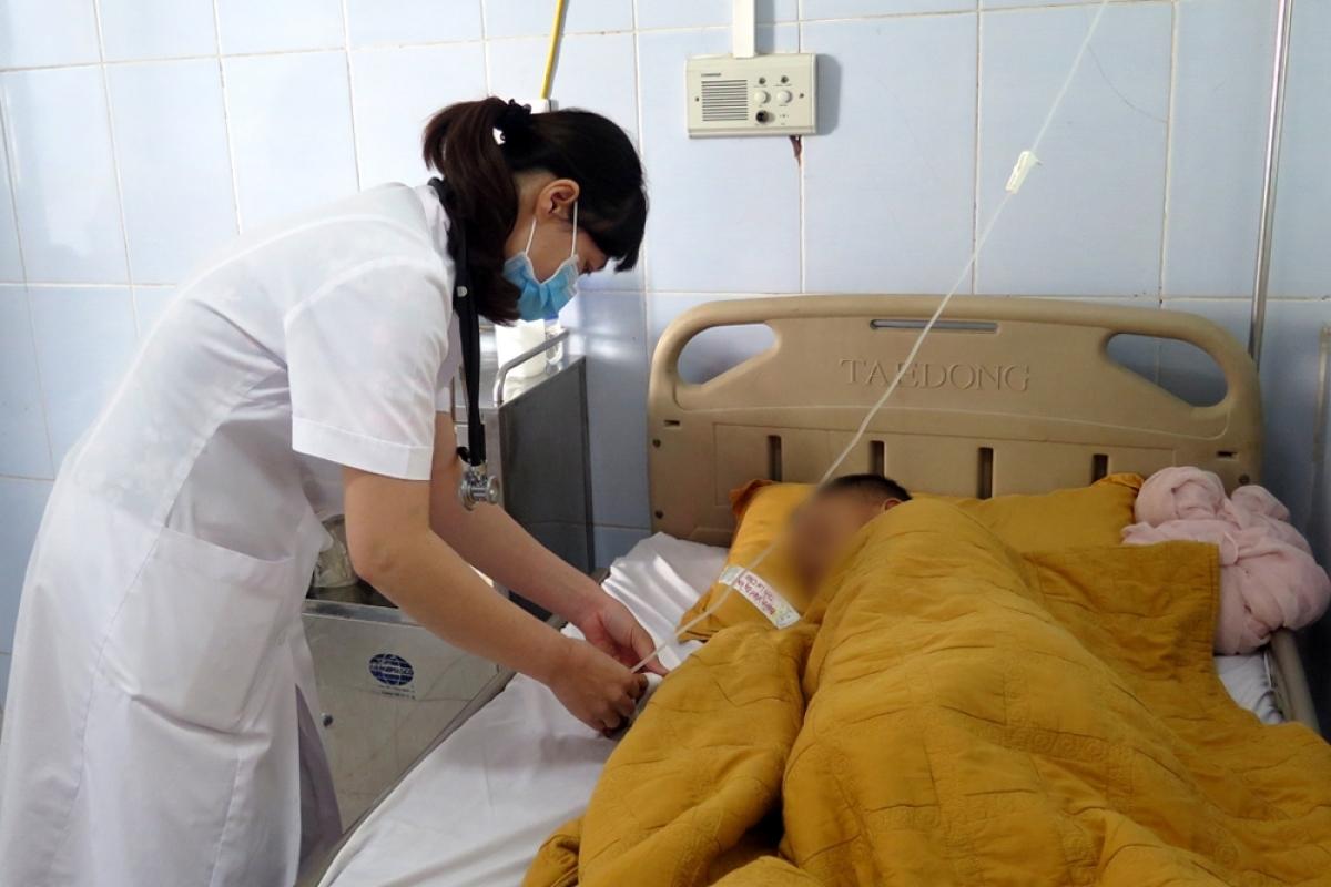 Trong số 7 người ngộ độc thực phẩm tại Lai Châu, hiện có 5 bệnh nhân đang được điều trị tích cực tại Bệnh viện Đa khoa tỉnh Lai Châu.