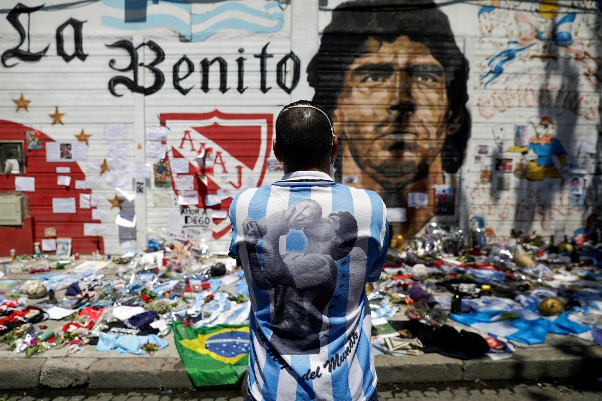 Người dân tưởng nhớ Maradona tại Buenos Aires, ngày 27/11/2020. Nguồn: Reuters