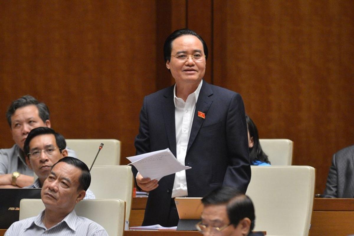 Bộ trưởng Bộ Giáo dục và Đào tạo Phùng Xuân Nhạ giải trình, làm rõ một số vấn đề các đại biểu Quốc hội quan tâm. Ảnh: Quốc hội