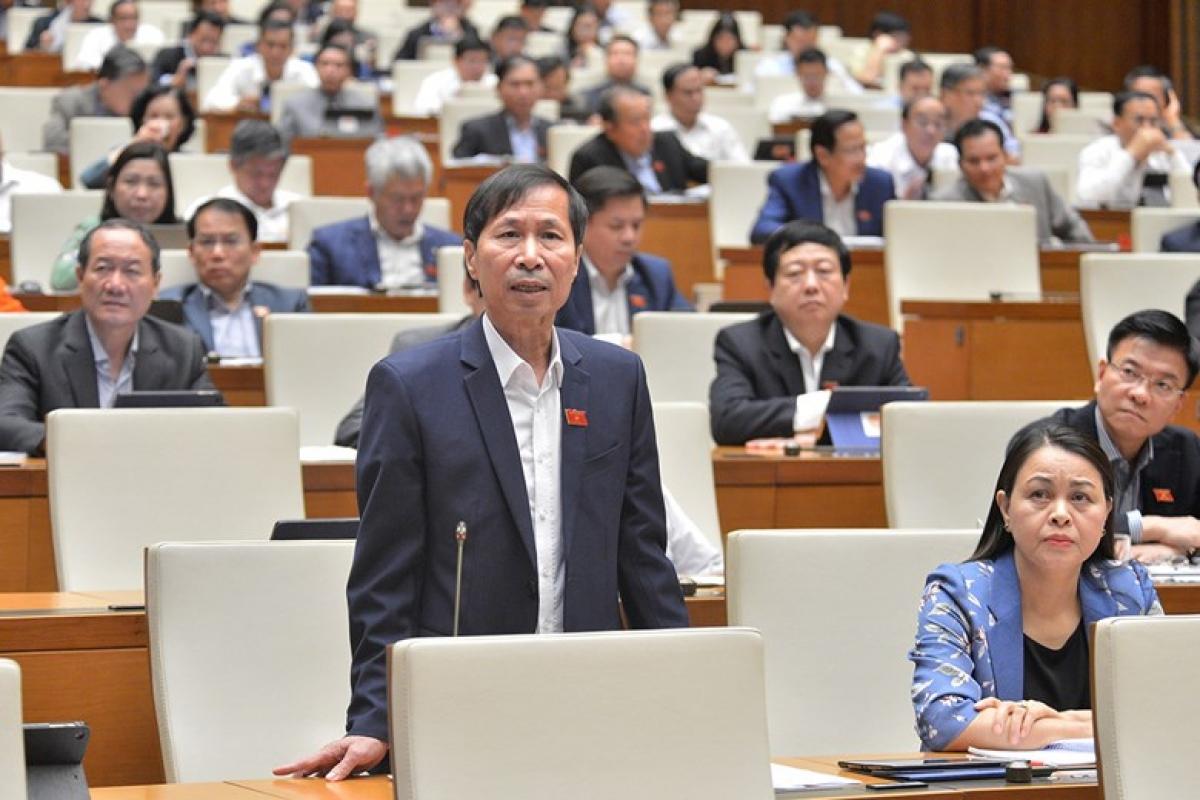 Đại biểu Bùi Văn Phương - Đoàn ĐBQH tỉnh Ninh Bình, phát biểu tại phiên thảo luận. Ảnh: Quốc hội