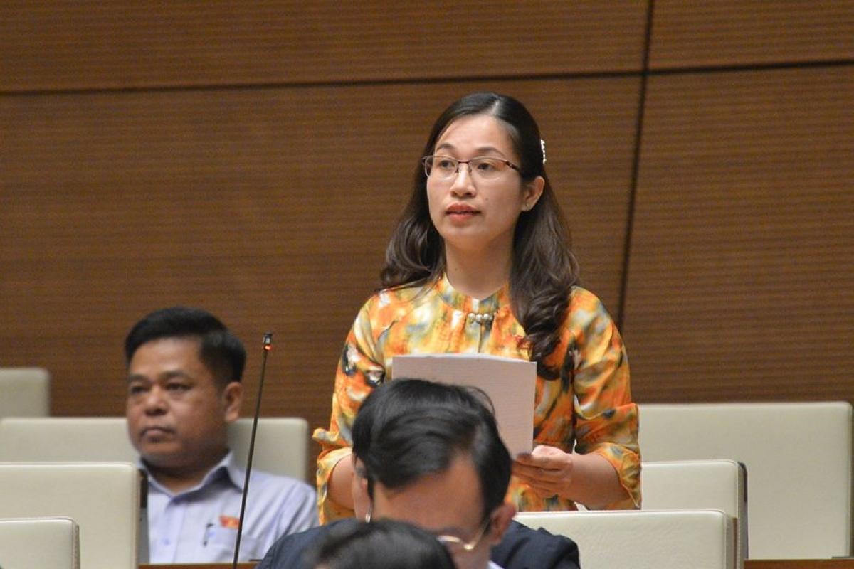Đại biểu Đặng Thị Phương Thảo - Đoàn ĐBQH tỉnh Nam Định, phát biểu tại phiên thảo luận chiều 3/11. Ảnh: Quốc hội