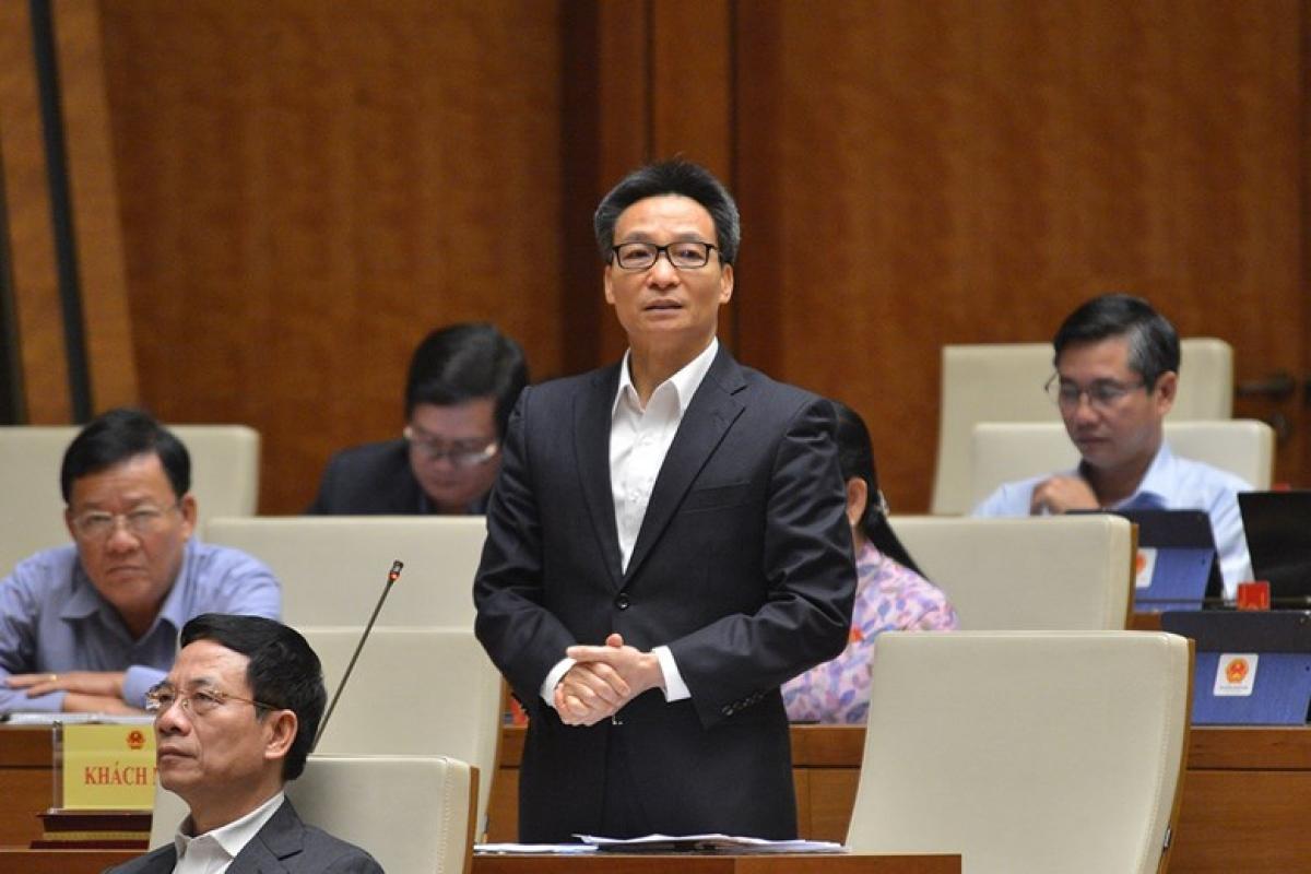 Phó Thủ tướng Chính phủ Vũ Đức Đam giải trình, làm rõ một số vấn đề về SGK được các đại biểu Quốc hội quan tâm.