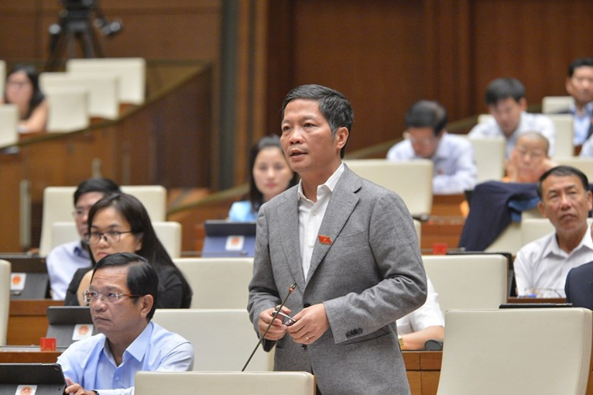 Bộ trưởng Bộ Công Thương Trần Tuấn Anh tranh luận tại phiên toàn thể. Ảnh: Quốc hội