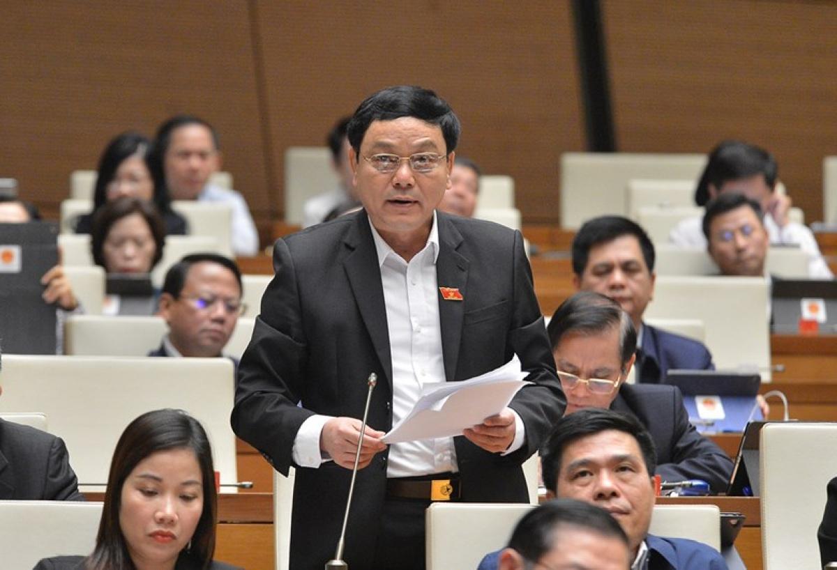 Đại biểu Hoàng Đức Thắng - Đoàn đại biểu Quốc hội tỉnh Quảng Trị, phát biểu tại phiên thảo luận. Ảnh: Quốc hội