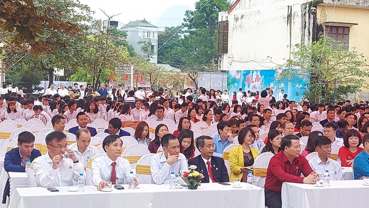 Nhiều năm qua, trường THPT Công nghiệp Hòa Bình đã xứng đáng đứng ở vị tốp đầu các trường THPT trong tỉnh Hòa Bình.