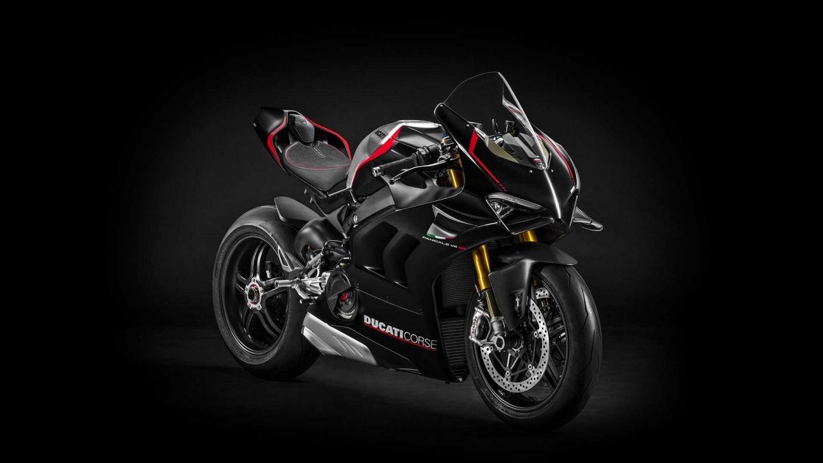 Theo Ducati, V4 SP là mẫu xe được hãng hướng đến phân khúc khách hàng nghiệp dư, không thường xuyên chạy track nhưng vẫn muốn có một chiếc xe đua thực thụ. Chính vì thế, mẫu xe này dễ điều khiển và kiểm soát hơn phiên bản V4 R đắt tiền.