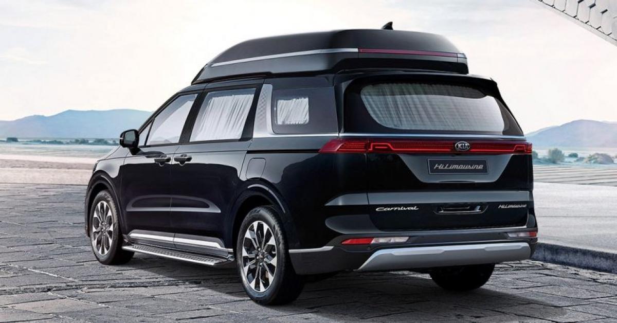 Thoạt nhìn, chiếc Hi Limousine giống như một chiếc Carnival (hay còn gọi là Sedona ở một số thị trường khác) thông thường với một chiếc hộp được gắn chặt trên nóc để cải thiện khả năng chứa đồ nhưng không phải vậy. Thực tế, nó thực sự là một phần của xe và giúp cung cấp nhiều không gian bên trong so với phiên bản tiêu chuẩn, chính xác là hơn 291 mm.