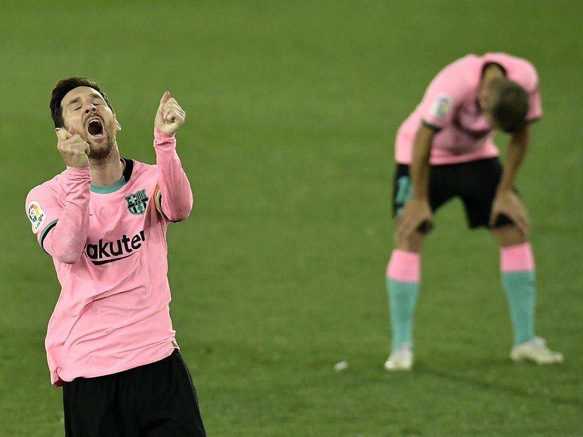 Sự thất vọng của Messi và đồng đội sau khi Barca bị Alaves cầm chân với tỷ số 1-1. (Ảnh: Getty).