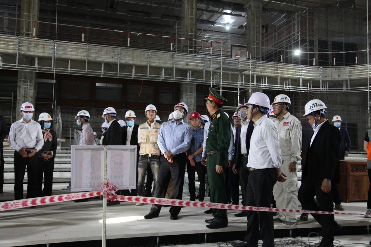 Phó Thủ tướng, Bộ trưởng Ngoại giao Phạm Bình Minh kiểm tra tiến độ xây dựng Nhà Quốc hội mới của Lào.