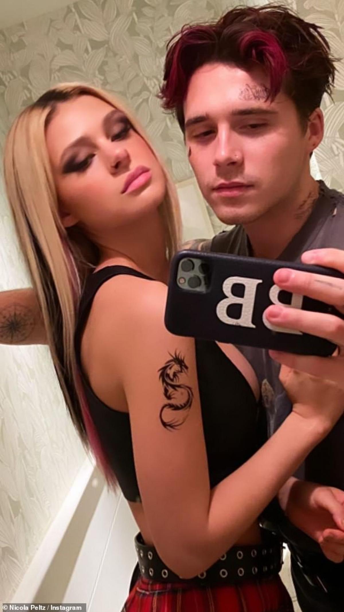 Brooklyn Beckham và bạn gái xinh đẹp