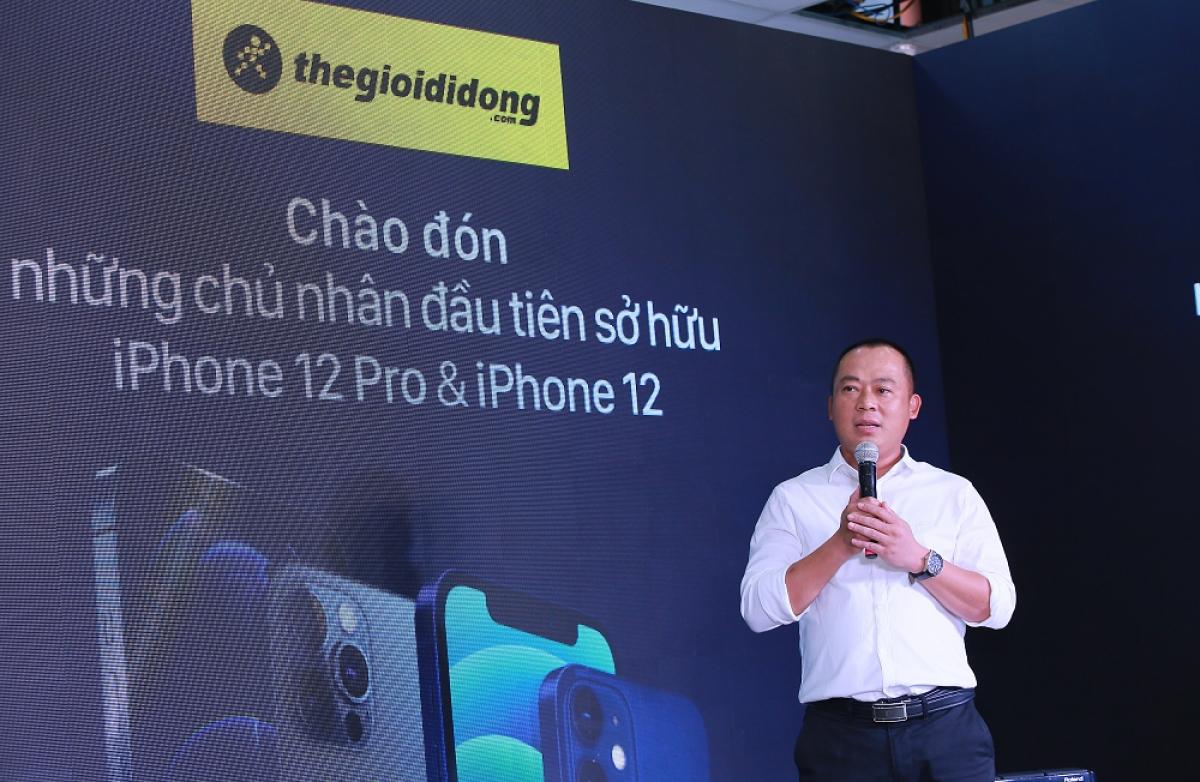 Lý giải sức nóng của iPhone 12 series năm nay, CEO Thế Giới Di Động, ông Đoàn Văn Hiểu Em cho biết: 'Bản thân iPhone 12 sở hữu nhiều nâng cấp vượt trội so với thế hệ tiền nhiệm, trong khi mức giá không chênh lệch nhiều'.