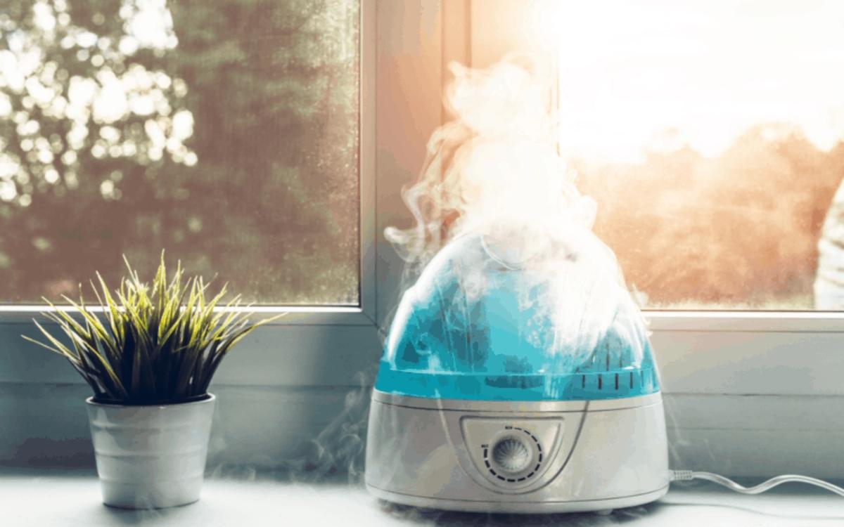 Để máy tạo ẩm ở gần chỗ ngủ: Nhiệt độ trong phòng, không khí từ điều hòa có thể khiến nước mắt nhanh bay hơi, dẫn đến khô mắt, sưng đau và ngứa mắt.