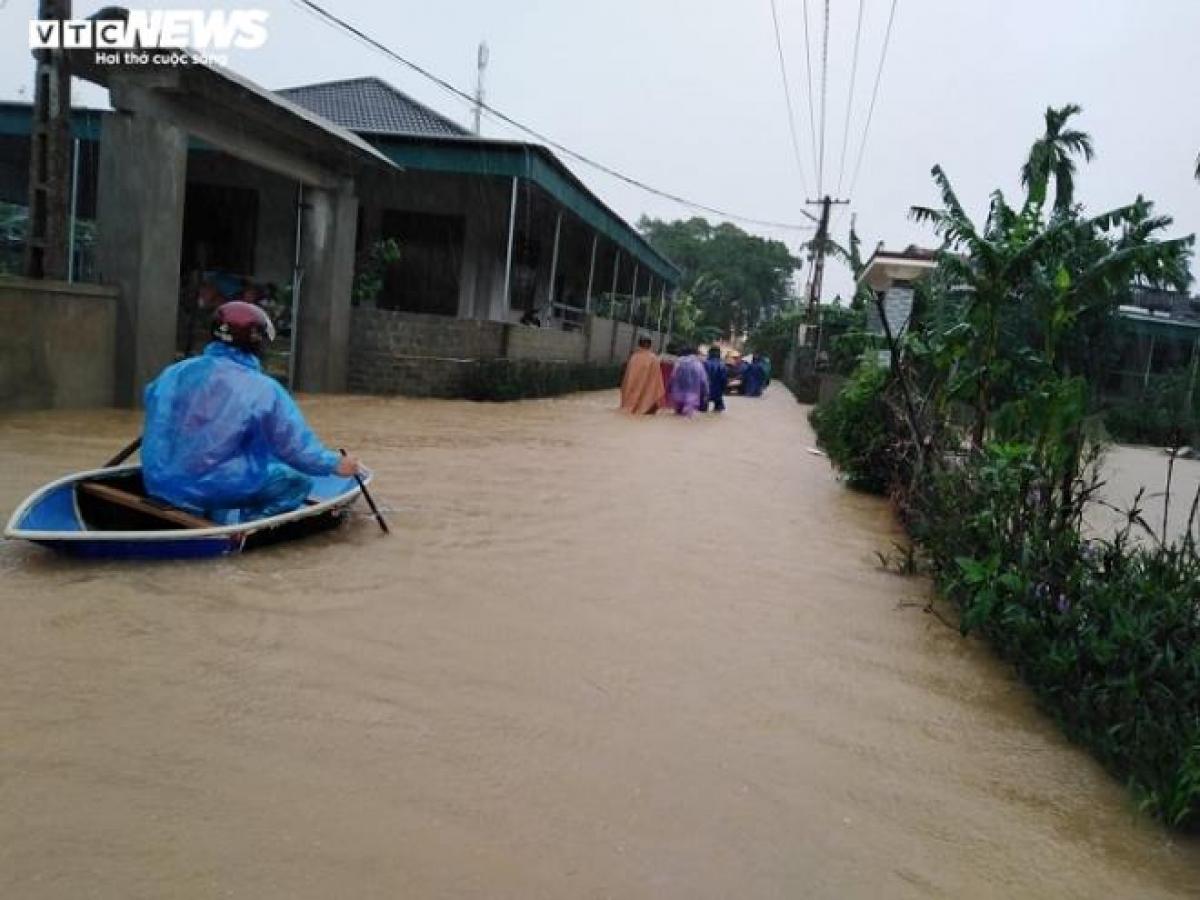 Tại huyện Can Lộc, nhiều khu vực trên địa bàn bắt đầu bị ngập cục bộ, chính quyền đã lên phương án di dời tại chỗ nhằm đảm bảo an toàn cho người dân.