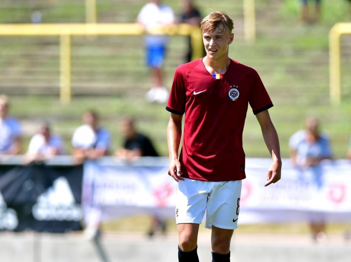 Adam Karabec (Sparta Prague - ngày sinh 2/7/2003) - Dù mới chỉ hơn 17 tuổi, Karabec đã có 3 lần ra sân choSparta Prague ở Europa League mùa giải năm nay trong các trận đấu với Milan, Celtic và Lille.