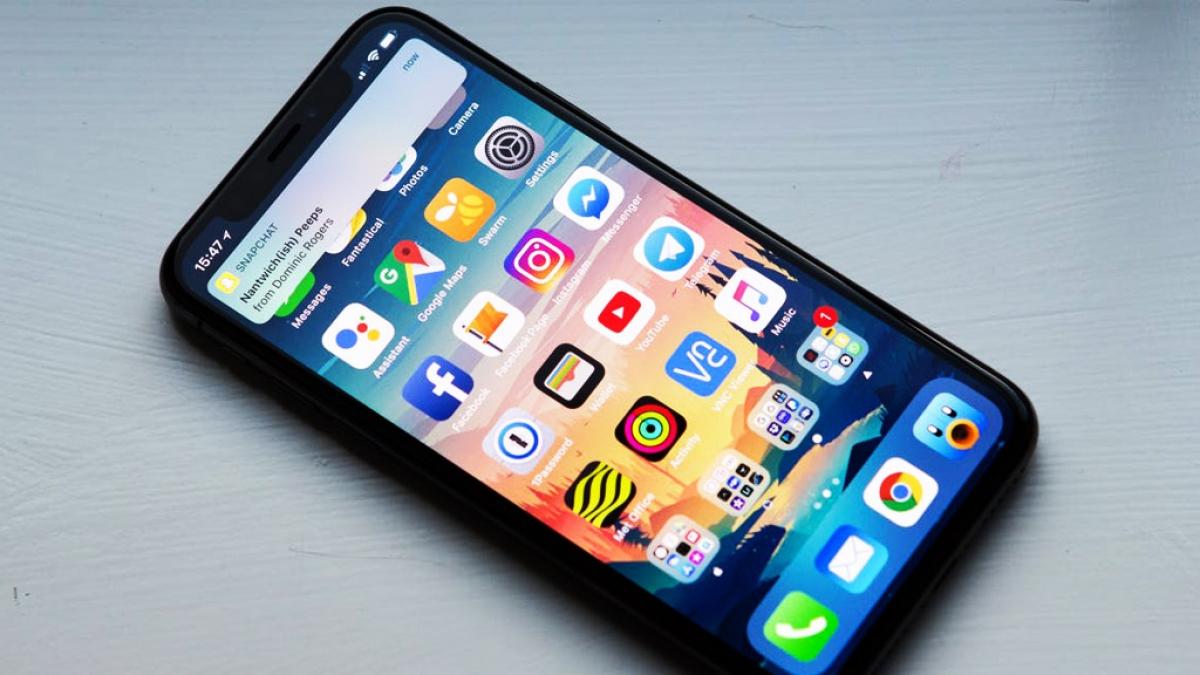 Apple sẽ giảm phí Apple Store từ mức 30% xuống còn 15% cho các doanh nghiệp nhỏ của App Store. Ảnh minh họa: KT