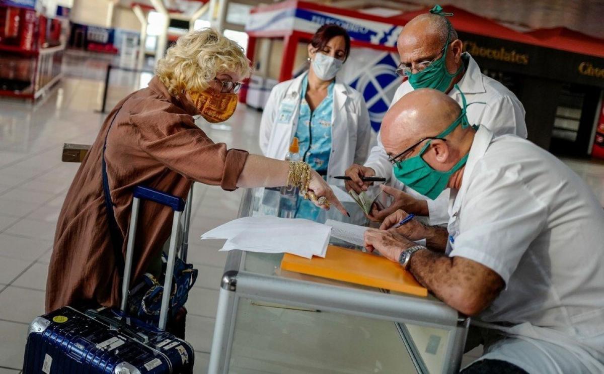Cuba có nguồn thu lớn nhất từ việc cho thuê nhân viên y tế. Ảnh: AFP