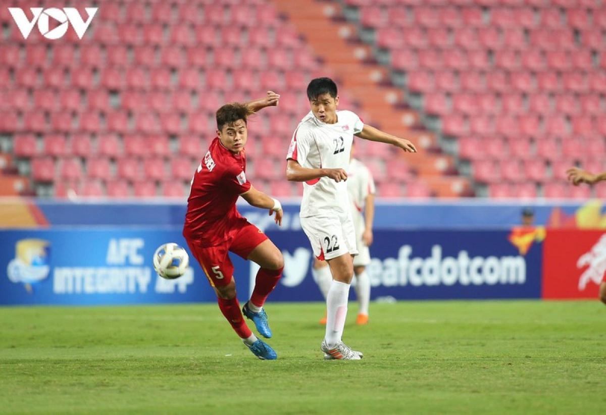 Nguyễn Đức Chiến (Viettel - sinh năm 1998) - Là cầu thủ trụ cột trong thành phần U22 Việt Nam đăng quang ngôi vô địch SEA Games 30 và tham dự U23 châu Á 2020, Đức Chiến đã có mùa giải V-League 2020 đáng nhớ khi vô địch cùng Viettel. Đây là lần đầu tiên cầu thủ sinh năm 1998 góp mặt trong danh sách tập trung của ĐT Việt Nam.