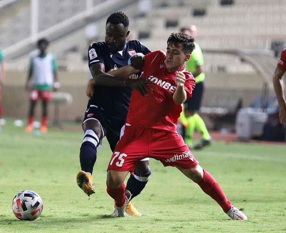 Loizos Loizou(Omonia Nicosia - ngày sinh 18/7/2003) - Tiền vệ mới 17 tuổi 3 tháng có chiều cao chỉ 1m68 này đã có 4 trận ra sân cho đội bóng đến từ đảo Síp -Omonia Nicosia tại vòng sơ loại mùa giải năm nay. Ngày 22/10 vừa qua, anh ra mắt đấu trường Europa League trong trậnOmonia Nicosia gặp PAOK.