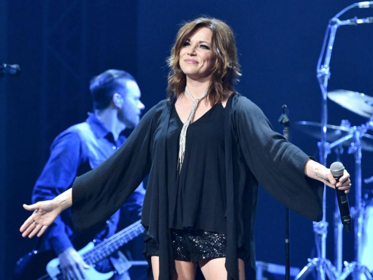 Giành được 14 đề cử kể từ năm 1994, nhưng ca sĩ nhạc đồng quê tài năng Martina McBride lần nào cũng bị loại. Cô để mất đề cử gần đây nhất vào năm 2011, khi giải thưởng thuộc về Taylor Swift.