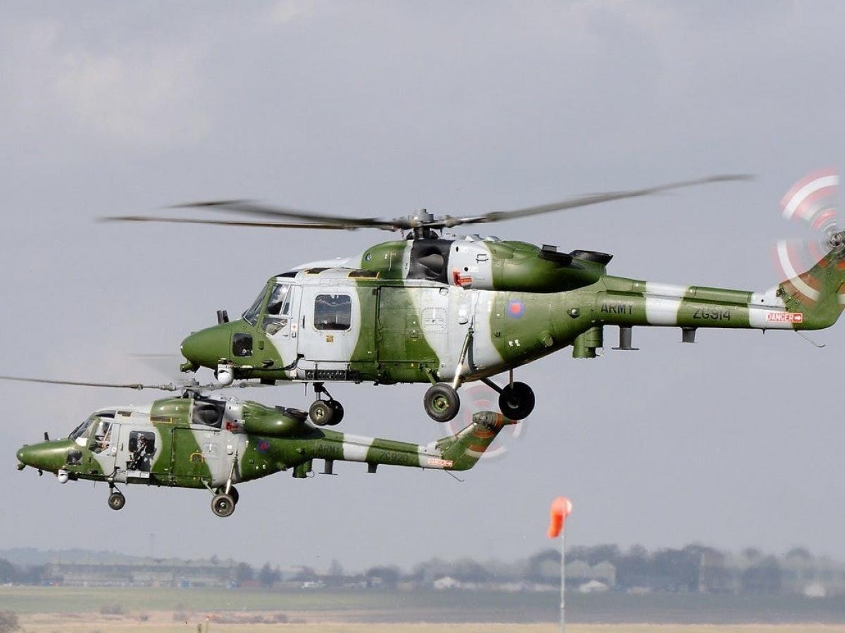 Trực thăng dùng làm phòng nghỉ là loại Westland Lynx của quân đội Anh, được thiết kế phù hợp để tác chiến tại các sa mạc. Chiếc máy bay này từng phục vụ tại Afghanistan.