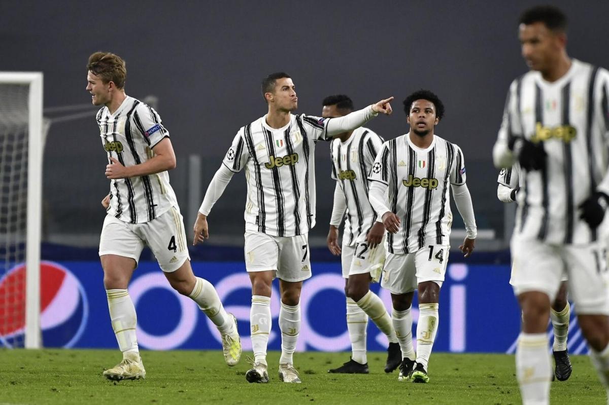 Ngược dòng đánh bại Ferencvaros, Juventus có 9 điểm/4 trận, đứng nhì bảng G và cùng Barca đi tiếp vào vòng knock-out sớm 2 lượt đấu.