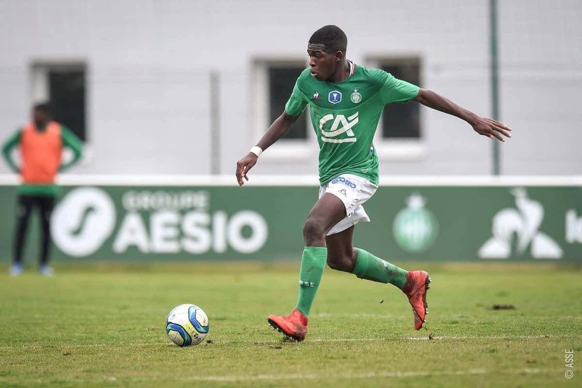 Lucas Gourna-Douath (Saint-Etienne- ngày sinh 5/8/2003) - Bóng đá Pháp luôn là nơi tiềm năng cho các cầu thủ trẻ thể hiện mình. Tiền vệ trung tâmLucas Gourna-Douath dù mới 17 tuổi nhưng đã có đến 8 trận ra sân choSaint-Etienne ở Ligue 1 từ đầu mùa.