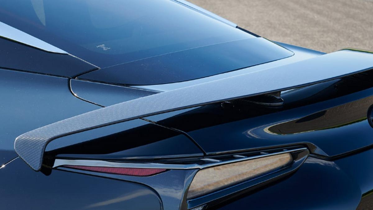 Không có thay đổi về mặt động cơ, xe vẫn sử dụng động cơ V8 hút khí tự nhiên 2UR-GSE 5.0 lít V8 công suất 470 mã lực và mô-men xoắn 540 Nm trên mẫu LC500. Mẫu LC 500h sử dụng hệ truyền động Multi Stage Hybrid kết hợp hai động cơ điện với một động cơ V6 cho công suất 294 mã lực, mô men xoắn 348 Nm, cho tổng công suất 354 mã lực. Mẫu LC 500 có giá bán lẻ 1,25 triệu MYR (6,9 tỷ đồng), theo thông báo của Lexus Malaysia ./.
