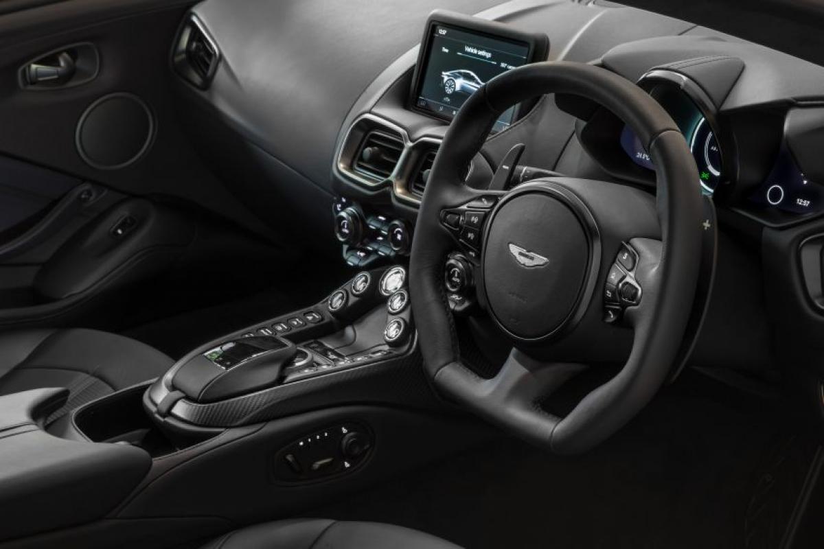 Chiếc Dark Knight cũng được trang bị những tùy chọn mới được Aston Martin Lagonda giới thiệu vào đầu năm nay.