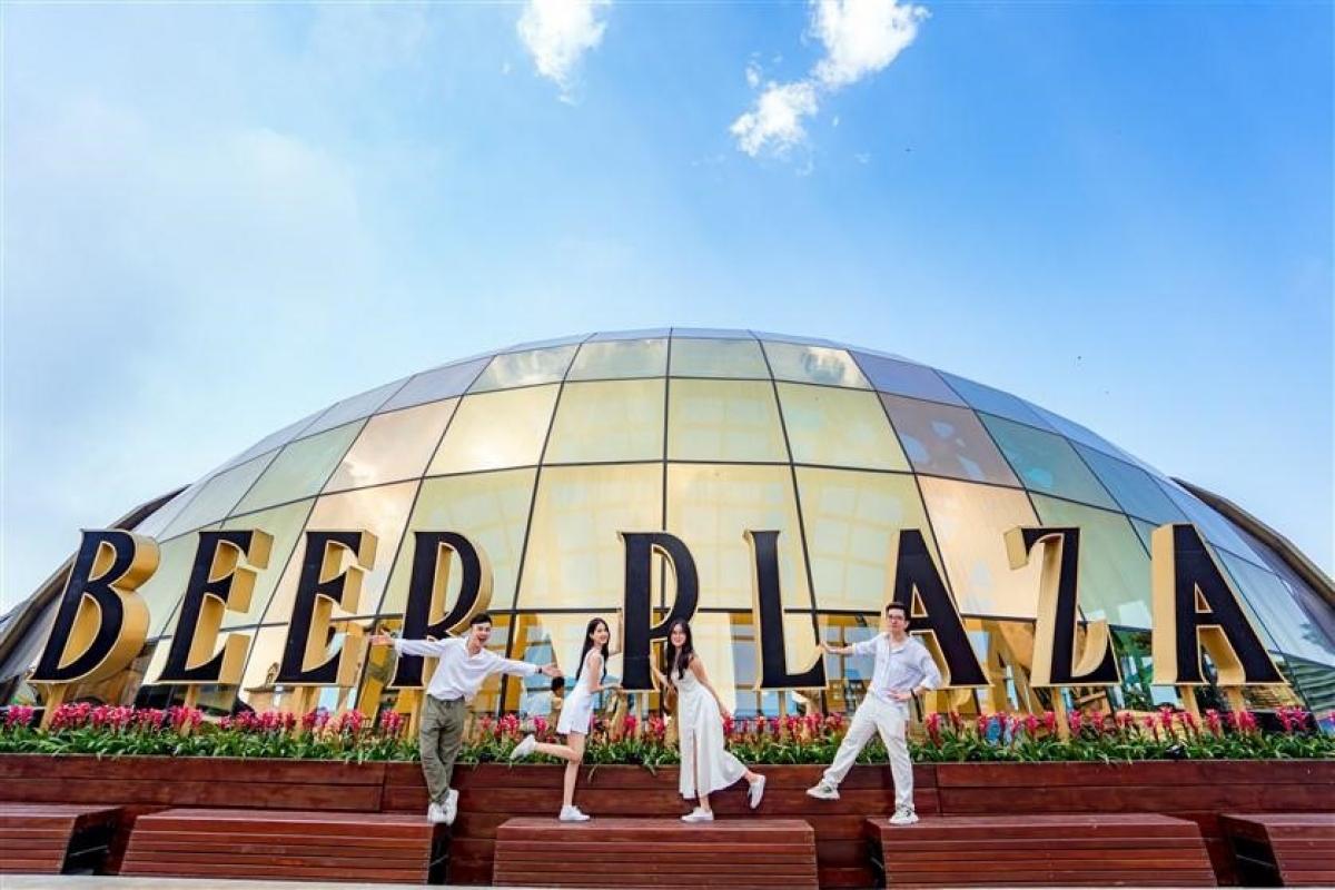 Beer Plaza được đánh giá là một tác phẩm kiến trúc không kém phần ấn tượng tại Sun World Ba Na Hills.