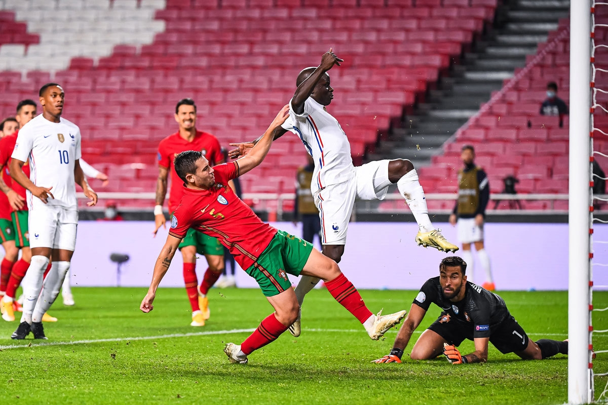 Tiền vệ: N'Golo Kante (Bồ Đào Nha 0-1 Pháp) – 8,7 điểm