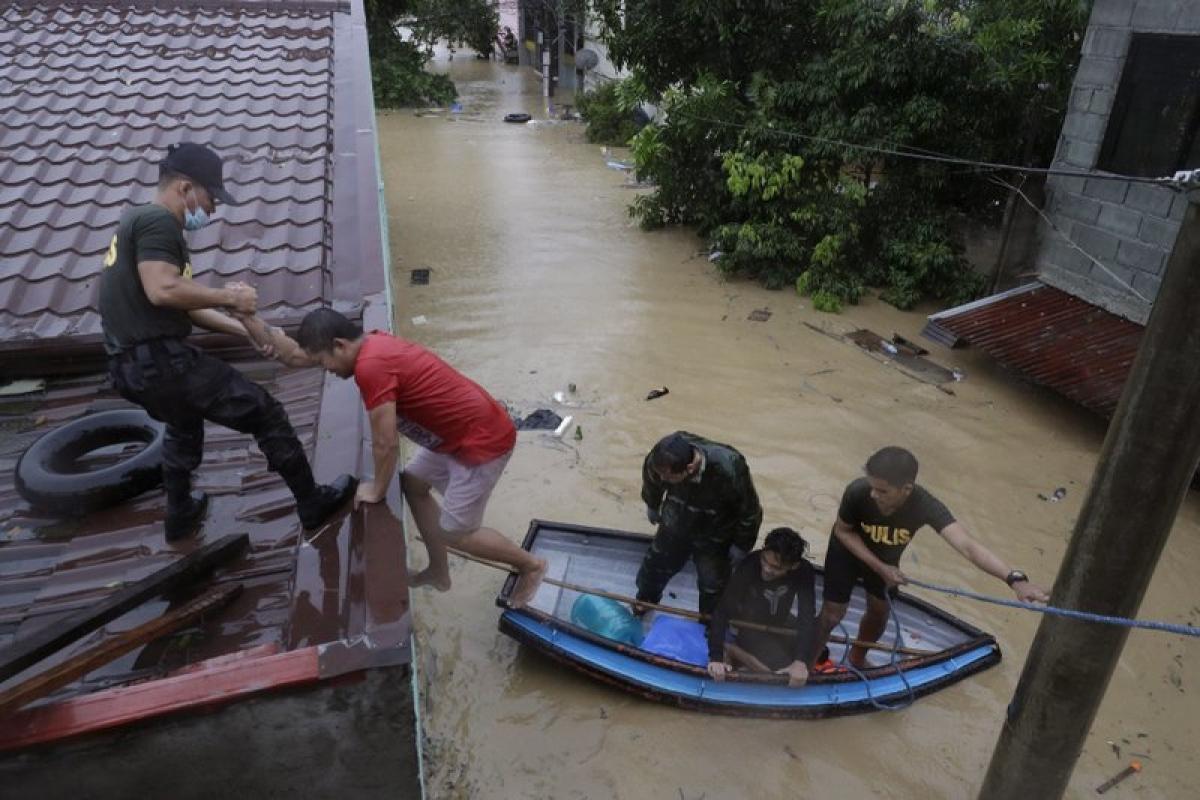 Bão Vamco khiến nhiều khu vực tại Philippines bị ngập lụt. Ảnh: AP.