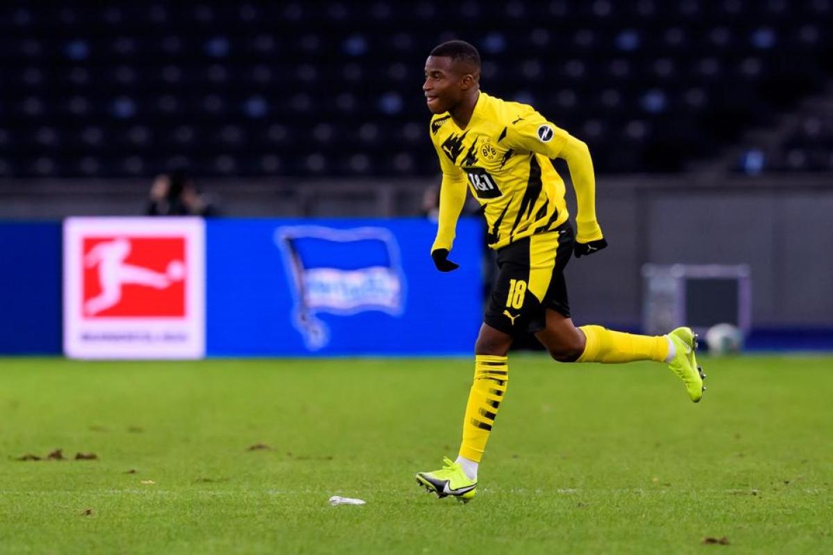 Youssoufa Moukoko trong trận đấu ra mắt ở Bundesliga cuối tuần qua với Hertha Berlin. (Ảnh: Getty).