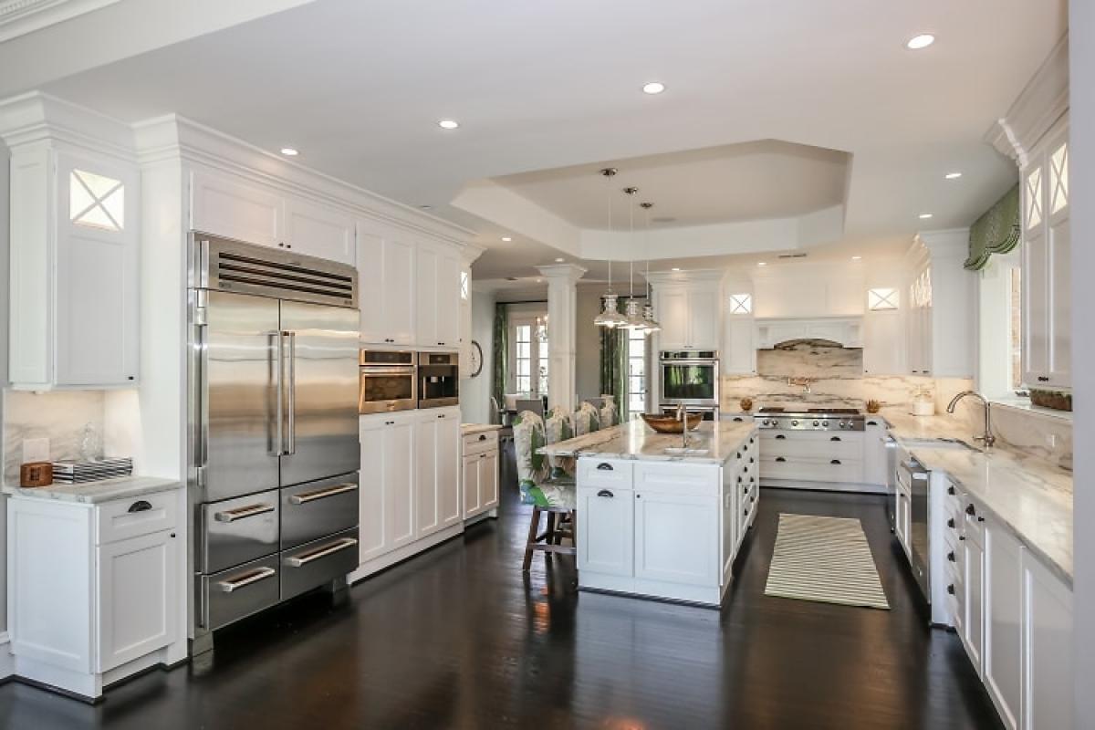 Phòng bếp được bài trí gọn gàng, tiện dụng.